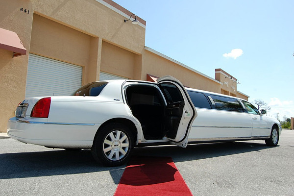 8 Person Lincoln Stretch Limo San Diego